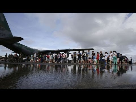 Tacloban residents queue for airlift