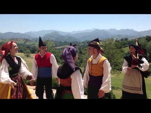 Gaiteros en una boda en el Palacio de Rubianes en Asturias