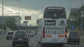Spelersbus Real Madrid pikt verbaasde supporters op...