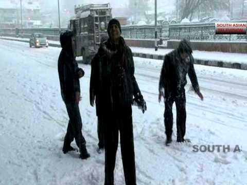 Heavy snowfall on New Year in Kashmir