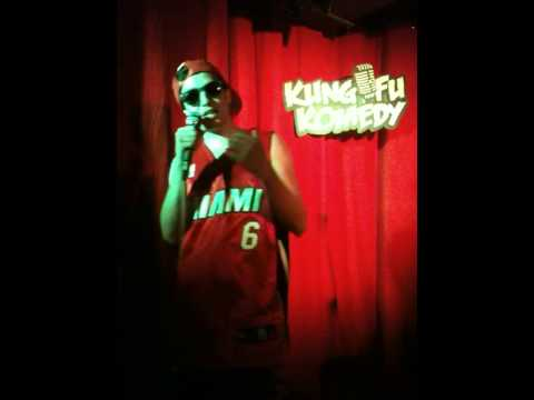ARI TEMPLE (STAND UP COMEDY) - MOTHERS DAY MILF JOKES/ STEP-MOM STORY/ JEWISH GRANMA ADVICE