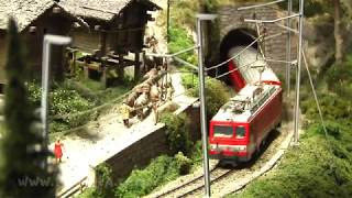 Die kleine Modellbahn der Brig Visp Zermatt Eisenbahn in der Schweiz