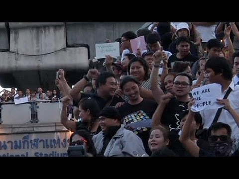 Thailand: troops break-up anti-coup protest