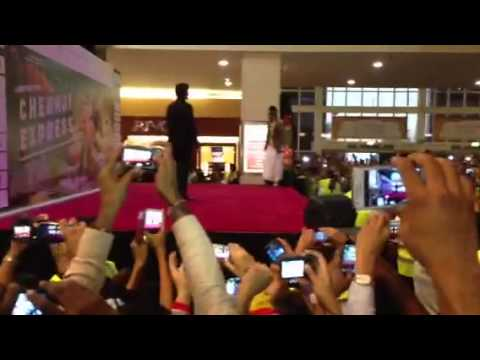 Srk at arabian center dubai for chennai express