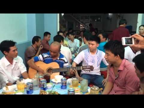 Liên khúc nhạc chế Tùng Chùa hát trong quán Nhậu