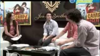 Disney Planet Camp Rock 3 'Entrevista' (Español)