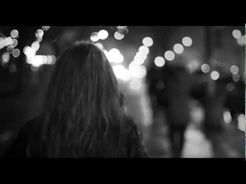 Nini Marcelle-Couche avec moi (c'est l'hiver) /clip officiel