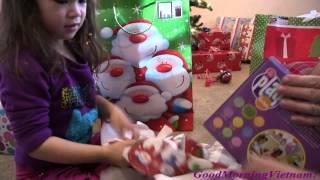 Noel Của Bé Peanut [phần 2 ]Bé Peanut Mở Quà Giáng Sinh 2015
