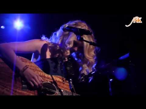 [Vietsub.Kara] Untouchable - Taylor Swift (live)