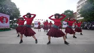 FC Chi Pu đem vũ điệu ám ảnh trong MV Đoá Hoa Hồng (Queen) quẩy ở phố đi bộ | HÓNG HỚT SHOWBIZ