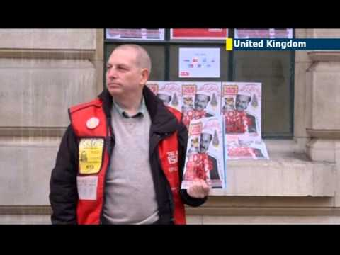 Big Issue Banking: Homeless UK man pioneers credit card payment system for Big Issue magazine