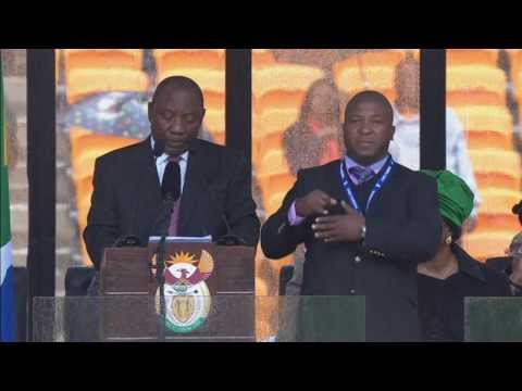"Nelson Mandela sign language interpreter ""a complete fraud"" - Truthloader"