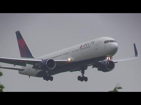 Delta Air Lines N1201P Boeing 767-300 landing Narita Airport