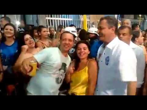 Rui Costa acompanha trio de Luiz Caldas