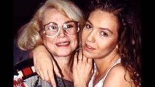Thalia Y Su Mama PIENSO EN TI
