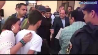 السيسي يتناول الإفطار مع ضباط أحد الأكمنة في القاهرة