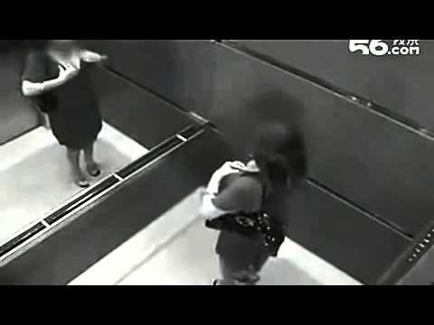 Camera quay được những cảnh  không ngờ  trong thang máy