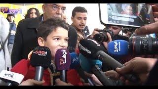 بالفيديو..استقبال الكبار للطفل المغربي حمزة الأبيض بمطار سلا بعد تتويجه بذوفويس كيدز |