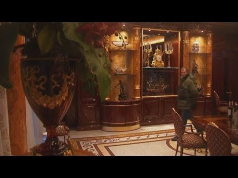 Ukraine: Protesters storm Yanukovich's opulent country house and yacht