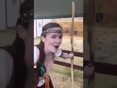 Funny Video- Hurt herself while shooting/柒到喊系列-射箭整親自己😂😂