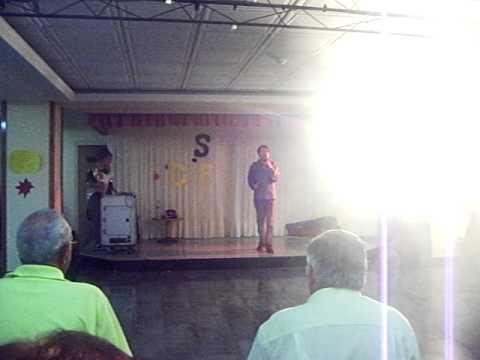 Yo cantando