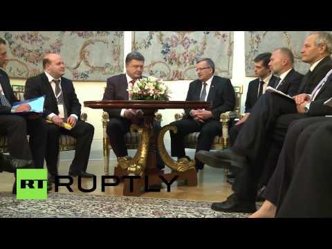Poland: Poroshenko meets Komorowski in Warsaw