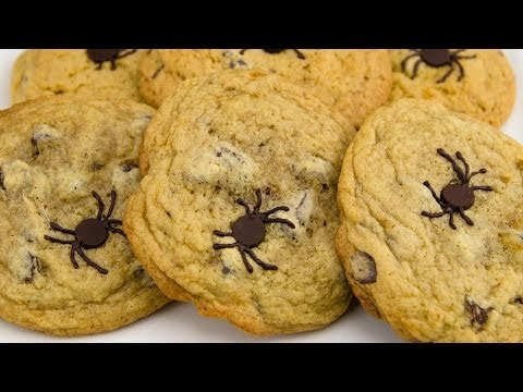 Spider Chocolate Chip Cookies: Halloween Chocolate Chip Cookies