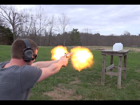460 S&W MAGNUM PENETRATION TEST (WATER JUGS)