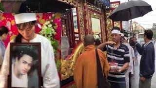 Vợ trẻ và anh em nghệ sĩ k,h,óc t,iễ,n đưa diễn viên Nguyễn Hoàng trong ngày mưa bão 19/11
