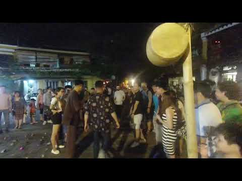 Amazing and funny traditinal game in Hoi An Vietnam !