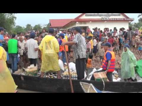 Mr. Mam Sonando help peoples in Kampong Cham - Part 2