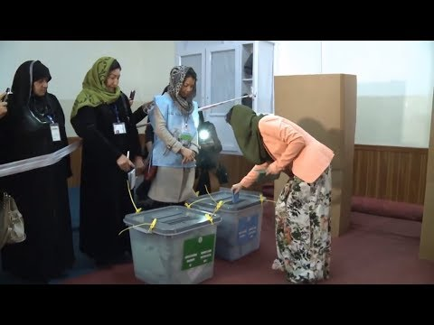 Female voters defy threats in Afghanistan