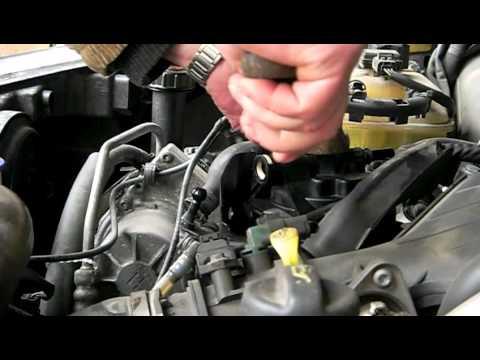 Peugeot 407 2.0 HDI wymiana filtra paliwa Replacing the fuel filter Kraftstofffilter ersetzen