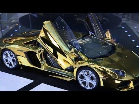 Autos de oro, furor en el salón de Dubái