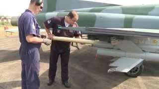 Nesta edição você vai saber como foi a operação de lançamento de mísseis reais no Rio Grande do Sul. Preparamos ainda uma matéria sobre o sistema ILS, que possibilita o aumento da fluidez do tráfego aéreo em situações de pouca visibilidade.