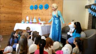"Elsa From Frozen Sings ""Let It Go"" And Everyone Sings"