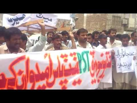 sindh university PST pass candidates protesting tando muhammad khan 07 06 2012 part 3