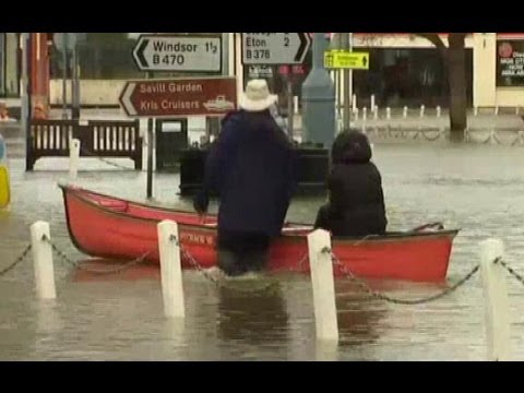 UK WEATHER FLOODS (Army drafted in to help flood-hit villages near royal Windsor)