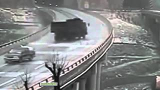 Accidente en una carretera con hielo y nieve
