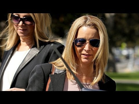 Not 'Friends' anymore! Lisa Kudrow (Phoebe Buffay) testifies in $1 7M case brought by ex-manager