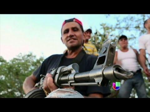 Autodefensas expulsan a cárteles del narcotráfico en Michoacán -- Noticiero Univisión