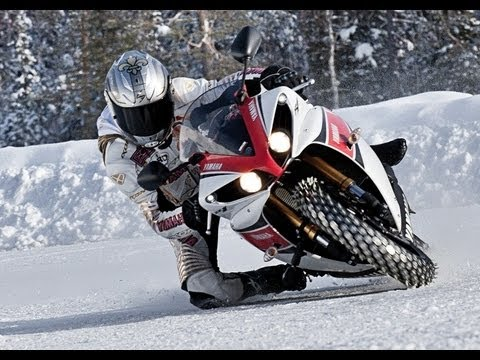 EXTREME 258 KM/H SUR LA GLACE : MATCH PORSCHE GT3 RS FACE A YAMAHA YZF 1000 R1