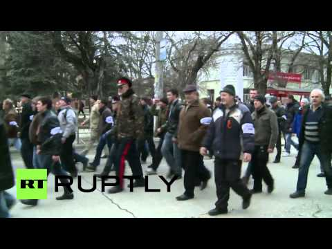 Ukraine: Pro-Russia rally marches to Crimean Parliament