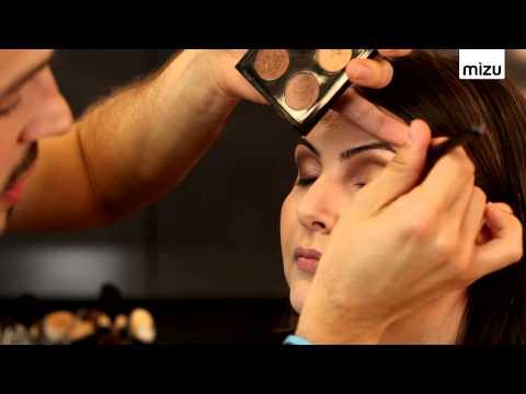 Göz Makyajı Nasıl Yapılır?