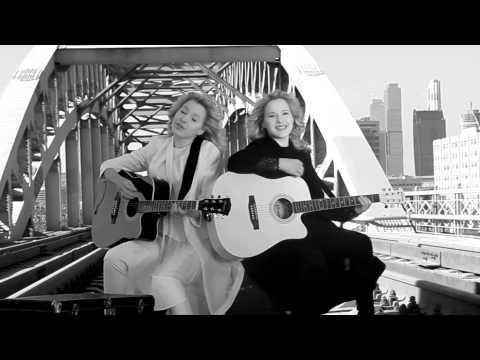 Сестры Толмачевы - Половинка скачать клип, текст песни смотреть онлайн
