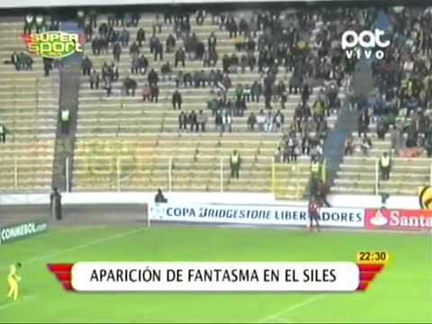image Choc :un fantôme dans se déplace dans les gradients au stade en Bolivie