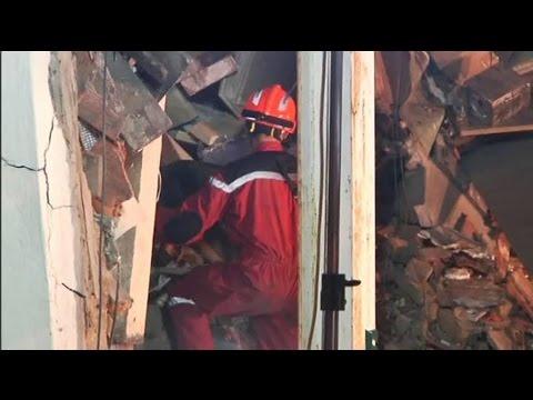 وفاة مغربية وابنها في انهيار منزل