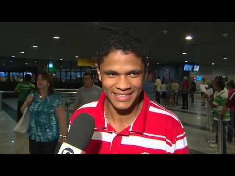 13.10.2012 - No Náutico, Douglas Santos celebra ida para Seleção Sub-20