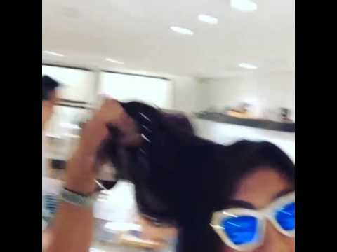 Tripping while malling! @lizzzuy - Vice Ganda