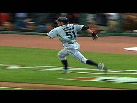 Ichiro hits an inside-the-park home run